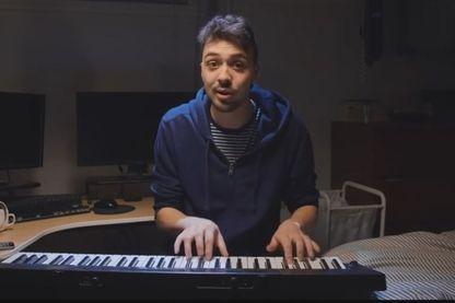 """""""Tout va bien"""", chante ce Québécois avec humour (noir). Thomas Gauthier compte 350.000 abonnés sur sa chaîne Youtube."""