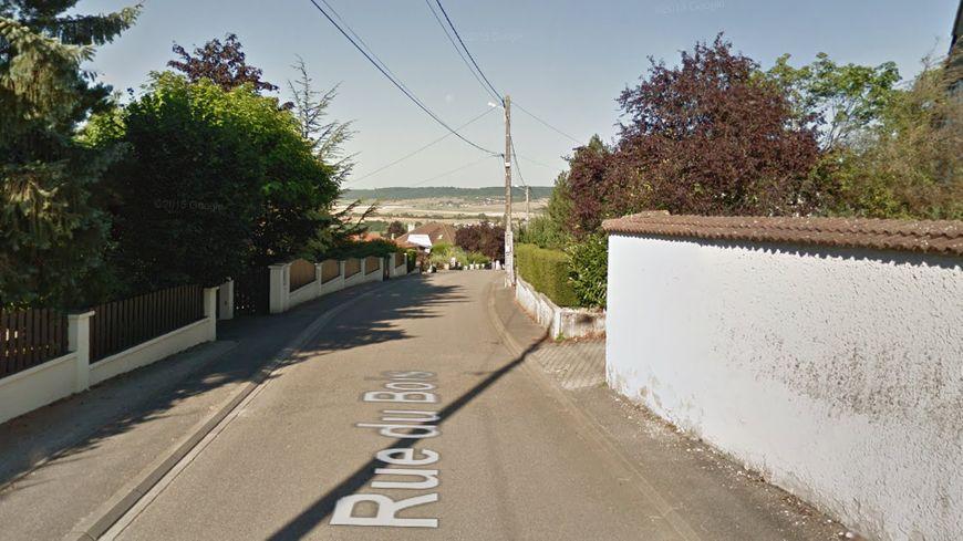 La rue de Smigiel prolonge la rue du Bois à Neufchâteau
