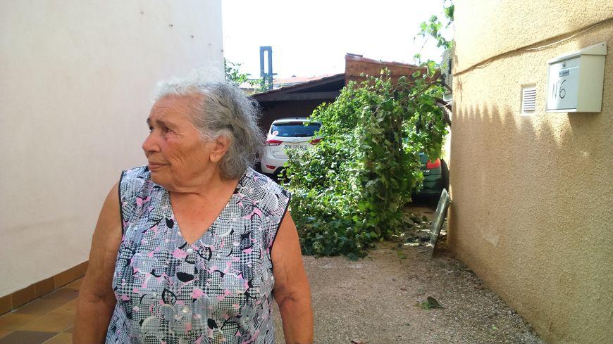 Marie, aubagnaise de 87 ans, a perdu toute sa vigne et ses gouttières à cause de la grêle.