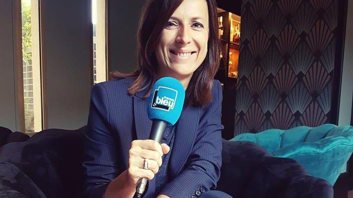 Patricia Pimet, Directrice de l'Inter-Hôtel Rueil Centre, au micro de France Bleu Paris.