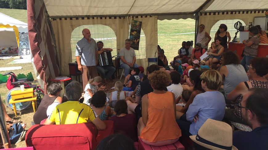Le festival Paroles de Conteurs bat son plein sur l'île de Vassivière en Creuse et en Haute-Vienne