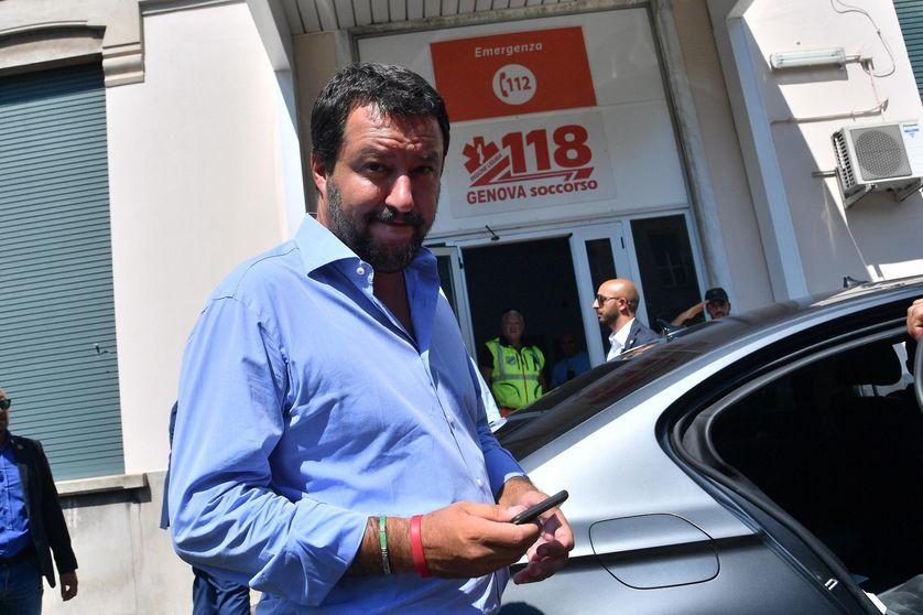 Le Ministre de l'Intérieur Matteo Salvini le 16 août 2018. Il se trouve à l'hôpital de San Martino où ont été hospitalisés les blessés après l'effondrement du viaduc de Gênes.