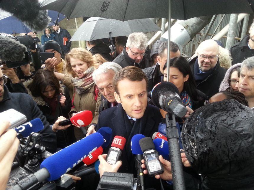 Emmanuel Macron lors de sa conférence de presse à Gennes-sur-Glaize
