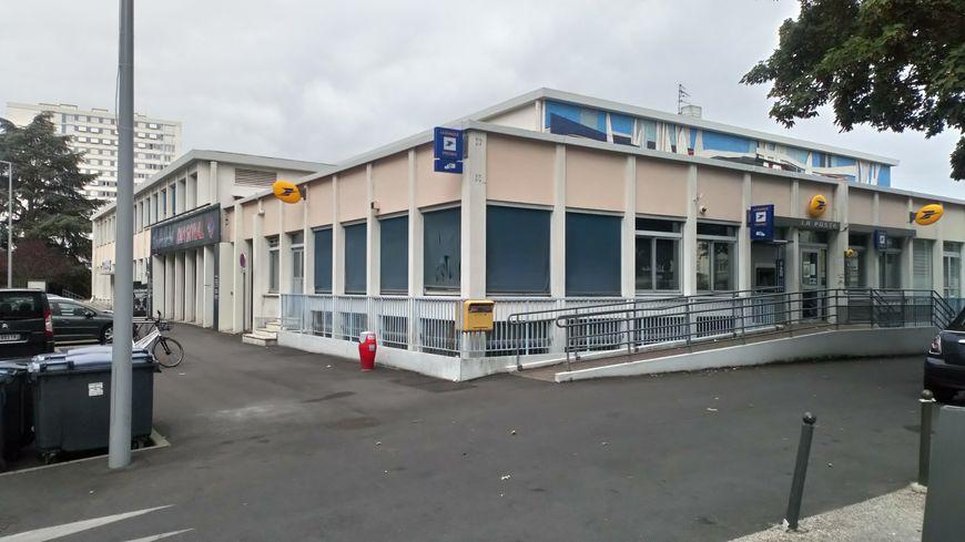 Le bureau de poste du quartier des rives du cher à tours va fermer