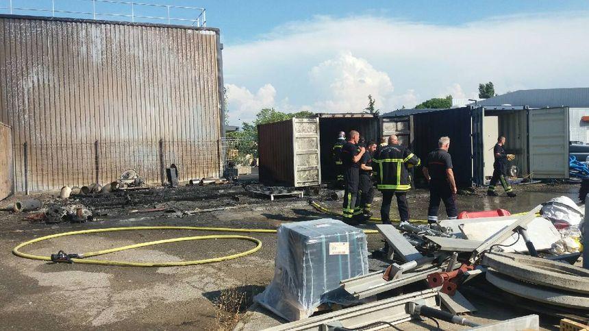 Incendie sur le site de Véolia, ce mardi après-midi, quartier Briffaut à Valence.