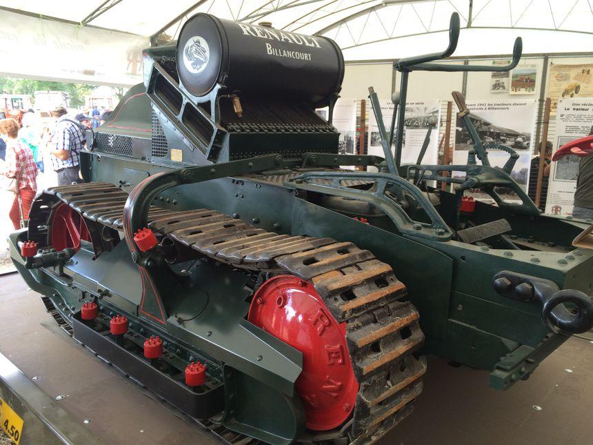 Les premiers tracteurs fabriqués par Renault au sortir de la Grande Guerre ressemblaient fortement à des chars