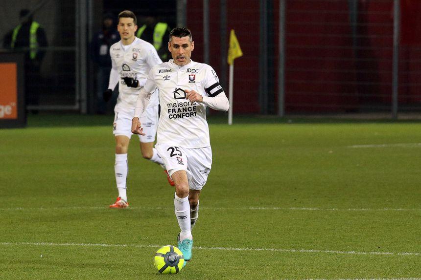 Julien Féret (ici avec le maillot de Caen), compte jouer un rôle de leader technique à l'AJA