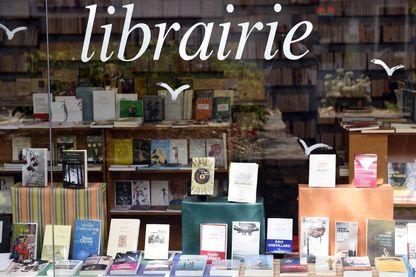 Une vitrine d'une librairie le 17 avril 2015 à Paris.