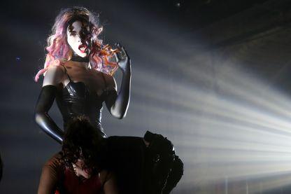 L'artiste Sophie sur scène à Londres le 13 mars 2018.