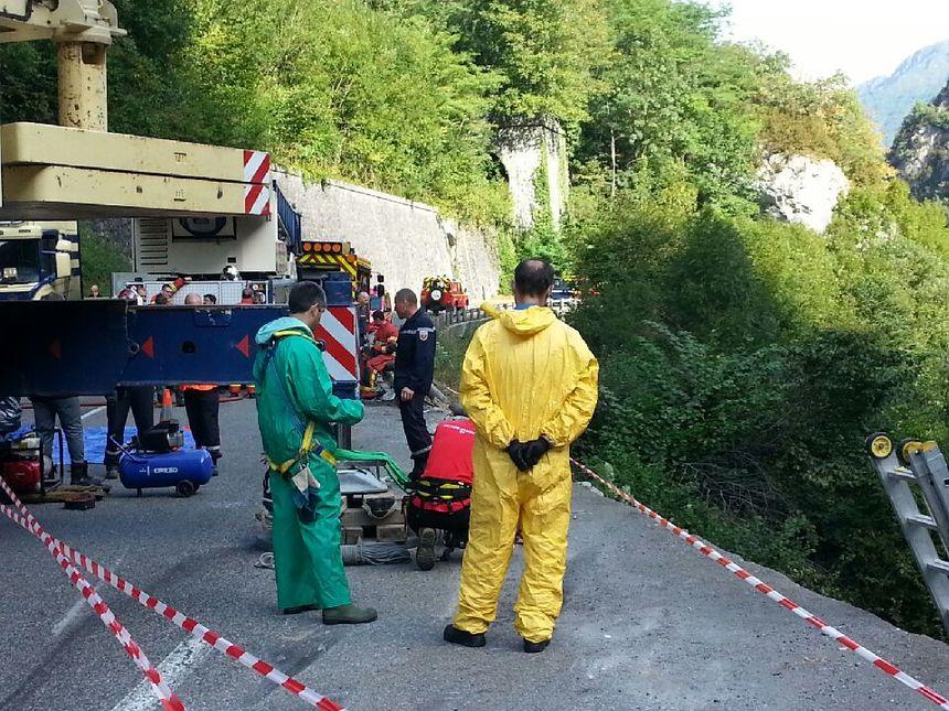 Les sapeurs-pompiers de la cellule d'intervention chimique et radiologique sont sur place.