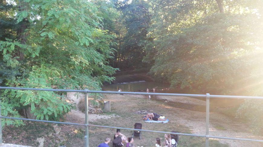 Le rû de Baulche à Perrigny: baignade et barbecue en famille