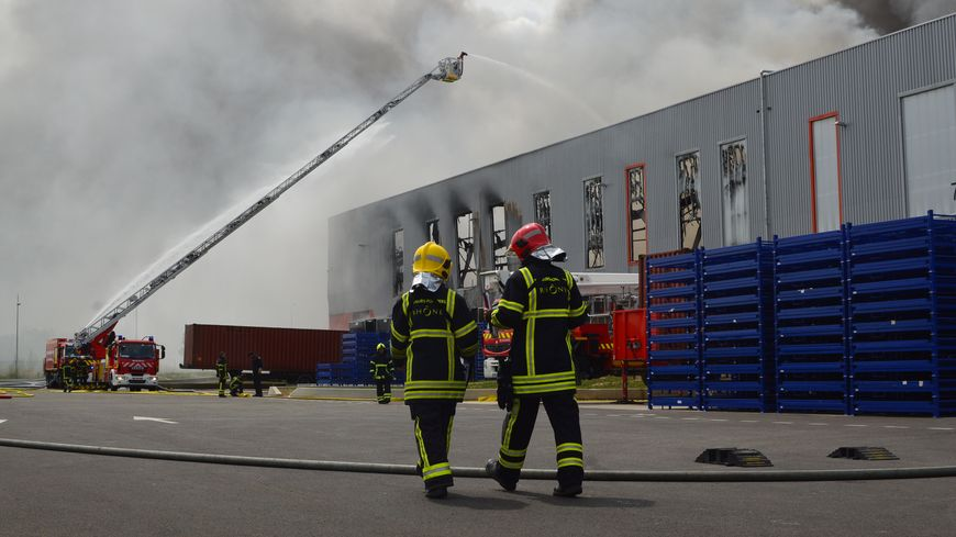 Des pompiers du Rhône sont venus en renfort ce vendredi.