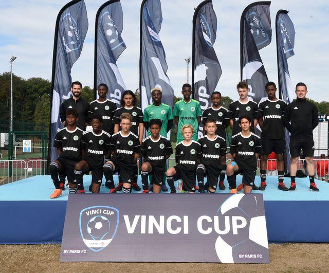 La sélection Ile-de-France à la Vinci Cup : Steven Mbongo, le joueur repéré par Angers et Manchester City, est en haut, le 2e en partant de la gauche.