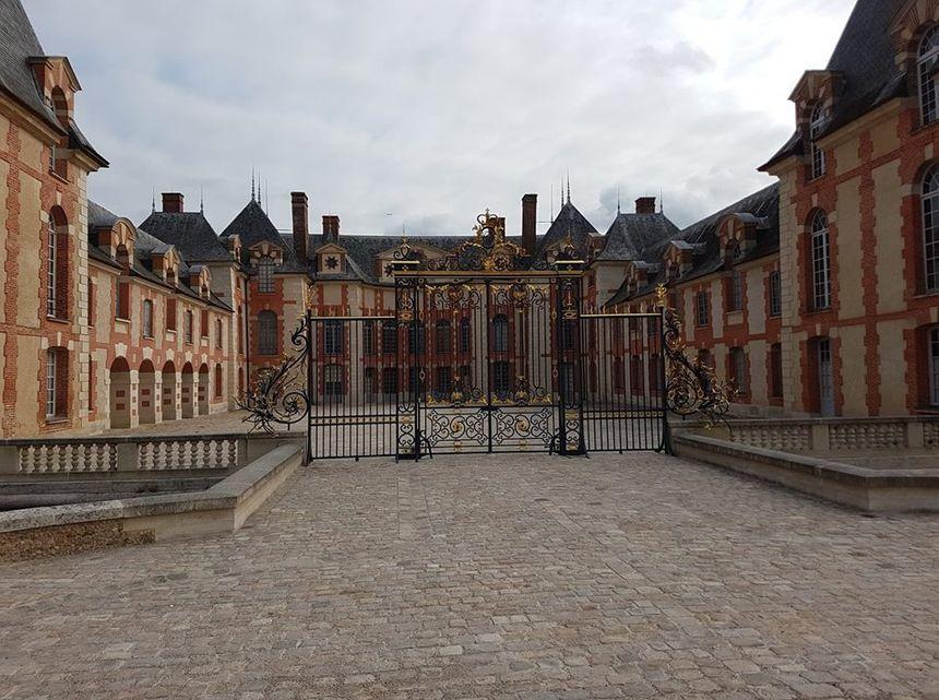 Entrée du Château de Grosbois.