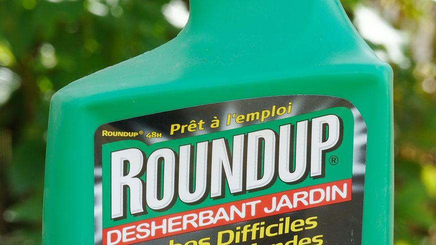 Le Round'up est un des désherbants utilisant le glyphosate