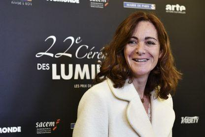 Émilie Frèche, scénariste et écrivain, à son arrivée à la 22ème cérémonie des Lumières au Théâtre de la Madeleine à Paris, le 30 janvier 2017.