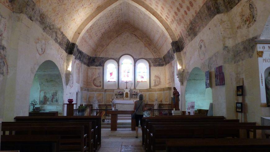 L'église Saint-Jean-Baptiste à Chassignelles accueille régulièrement des concerts l'été, dans son cadre coloré.