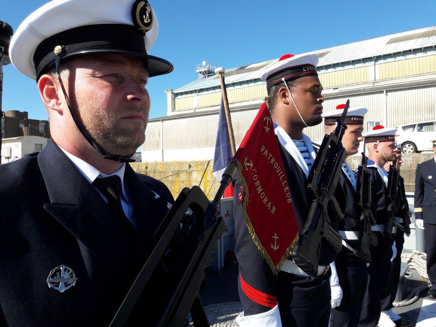 Officiers, quartiers-maîtres, matelots... Le Cormoran compte une vingtaine de membres d'équipage