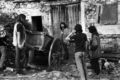Photo datée de 1971, de Pierre Conty dans une ferme de l'Ardèche.