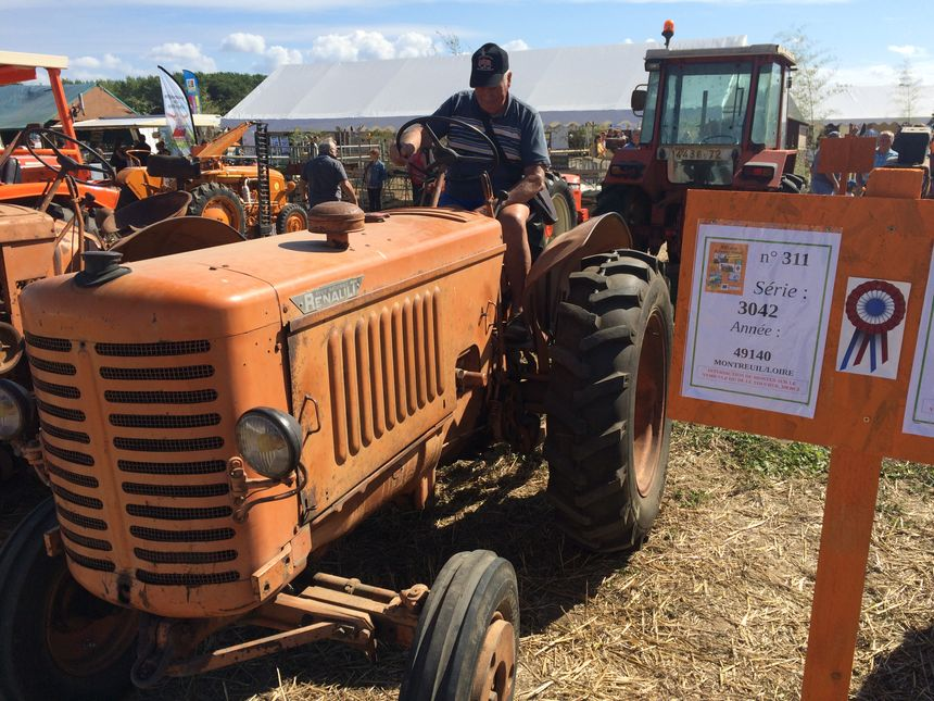 Georges est venu du Maine-et-Loire avec son tracteur de 1950