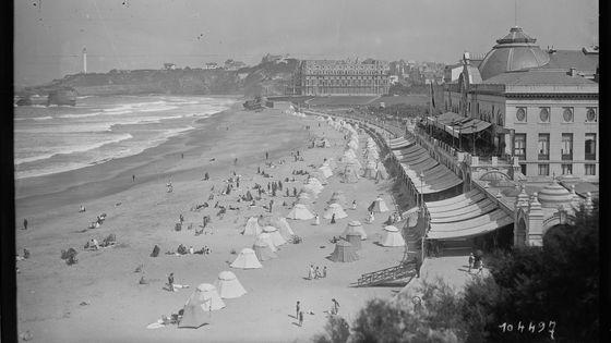 Biarritz : plage et casino - 1925. Photo de presse / Agence Rol