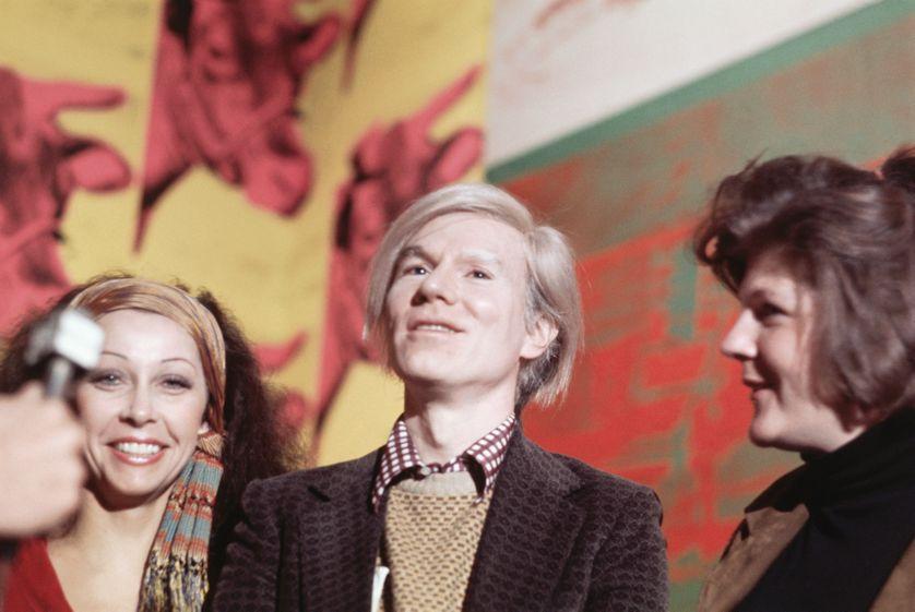 Andy Warhol à un vernissage en 1971