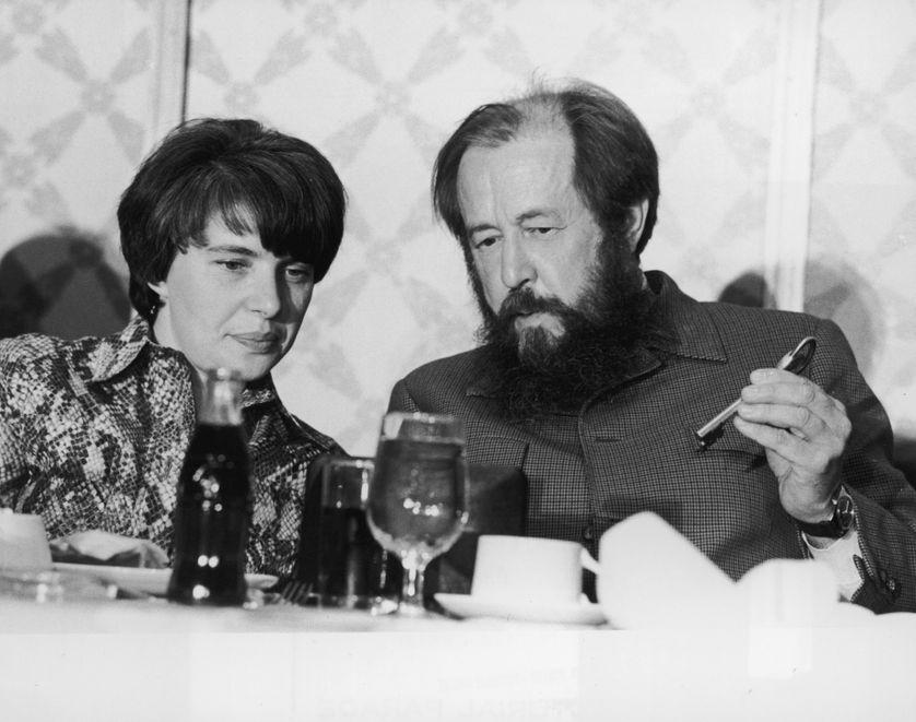 Alexandre Soljenitsyne et sa femme en 1975 à New York