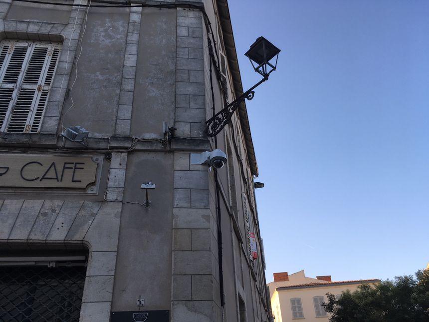 Une caméra qui peut pivoter, zoomer sur des détails, avec une précision époustouflante. L'opérateur dispose d'un joystick. - Radio France