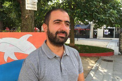 """Pour Majid Messaoudène, deux expériences de ce type à son actif, par ailleurs élu à la mairie de Saint-Denis en région parisienne : """"Il n'est pas normal de devoir demander à des amis de louer une maison de vacances"""""""