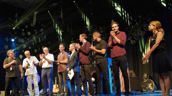 La remise du prix de l'Euroradio Jazz Competition sur la scène du Chapiteau de Jazz in Marciac
