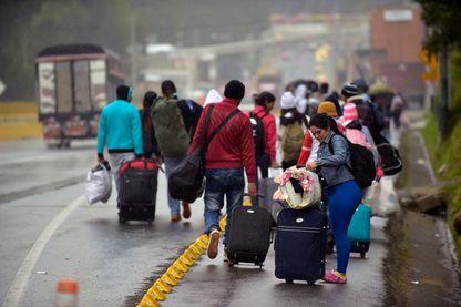 Des émigrants vénézuéliens à la frontière avec la Colombie