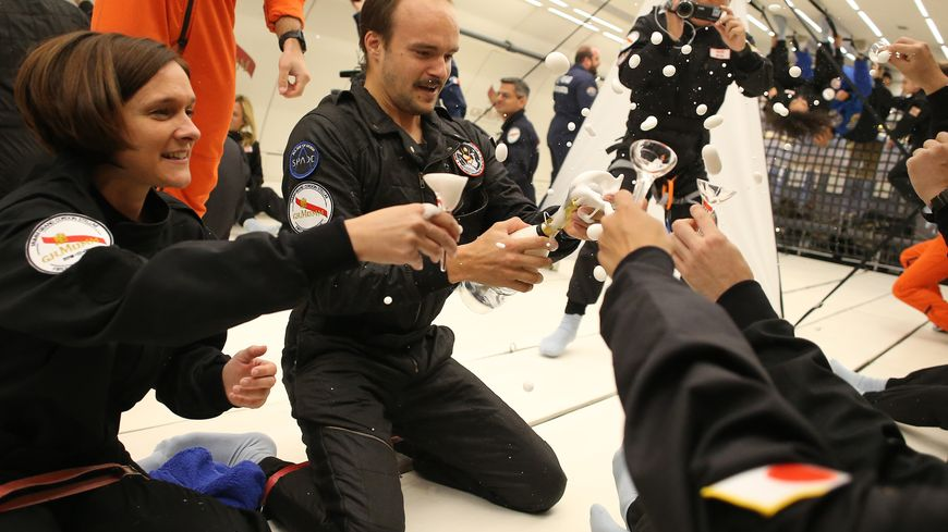 Le premier champagne de l'espace dévoilé mercredi dans le ciel de Vatry dans la Marne