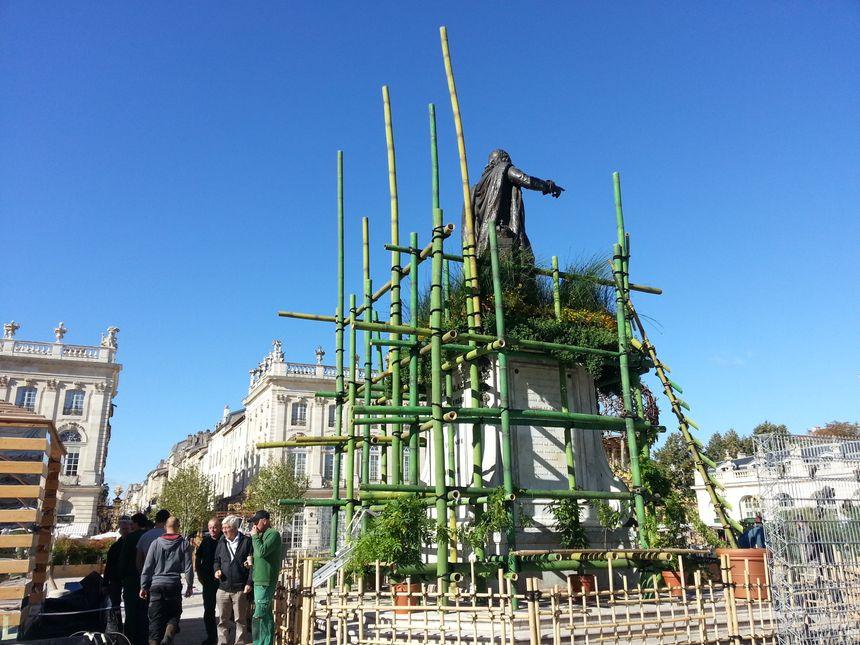 La statue de Stanislas entourée de bambous