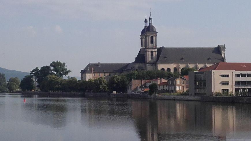 L'abbaye des Prémontrés à Pont-à-Mousson, siège de l'Observatoire lorrain du tourisme, est aussi un site apprécié par les visiteurs.