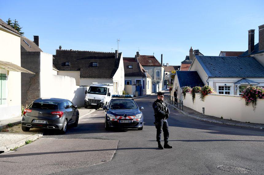 le village de Saint-Cyr-Les-Colons  a été bloqué par la gendarmerie mercredi matin pour le déplacement de Michel Fourniret.