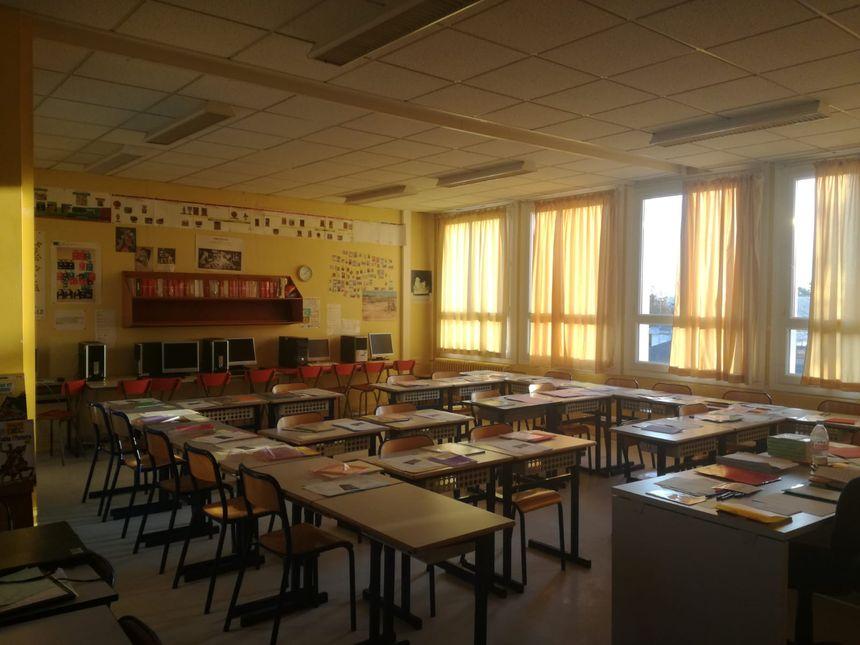 Une salle de classe de l'école du Château sud de Rezé, juste avant d'accueillir les élèves.