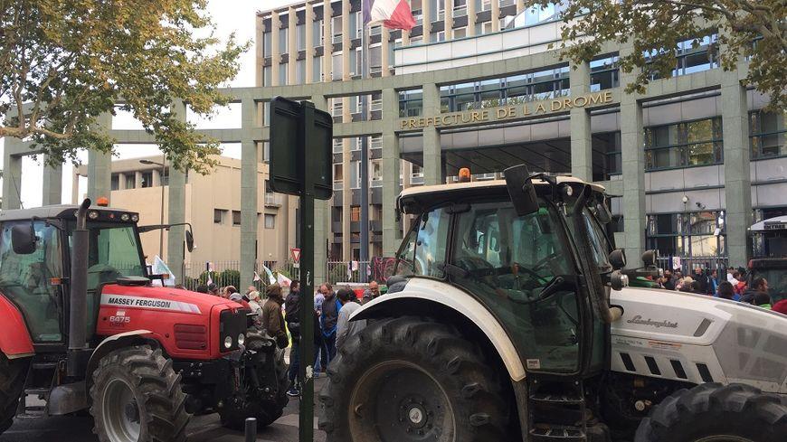 Les agriculteurs bloquent le boulevard Vauban ce lundi matin