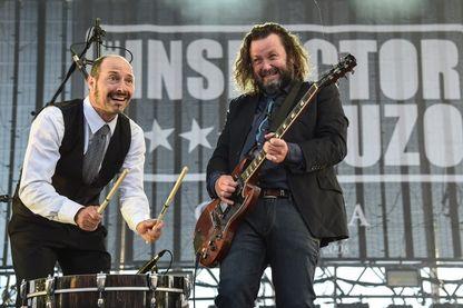 Phil (Laurent Lacrouts) à la batterie et Malcom (Mathieu Jourdain) à la guitare. Tous deux sont originaires de Mont-de-Marsan et forment The Inspector Cluzo, groupe de rock français, depuis 2008.
