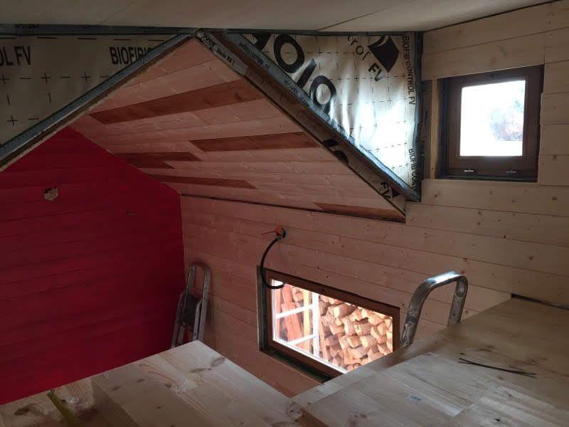 L'intérieur de la tiny house, construite en bois des Vosges.