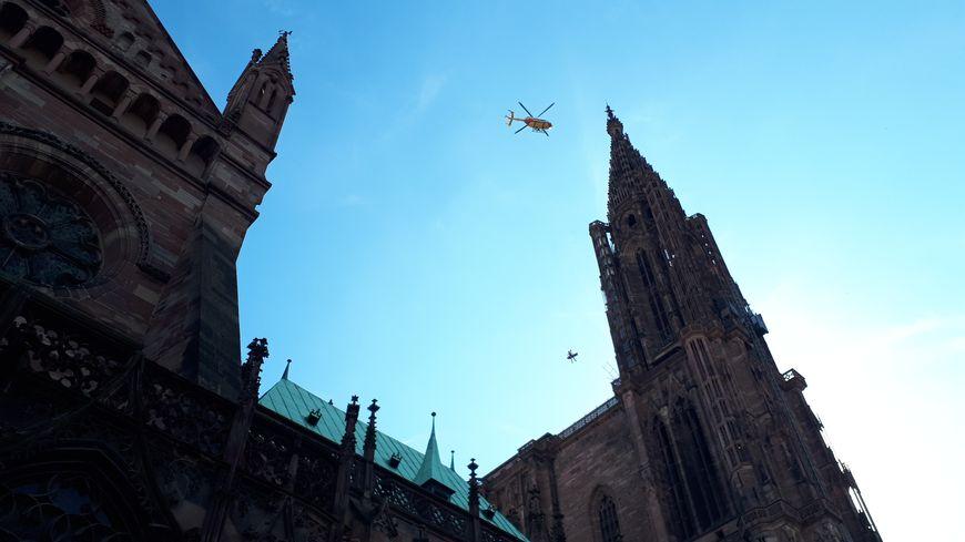 Le sauvetage en hélicoptère sur la plateforme de la cathédrale de Strasbourg.
