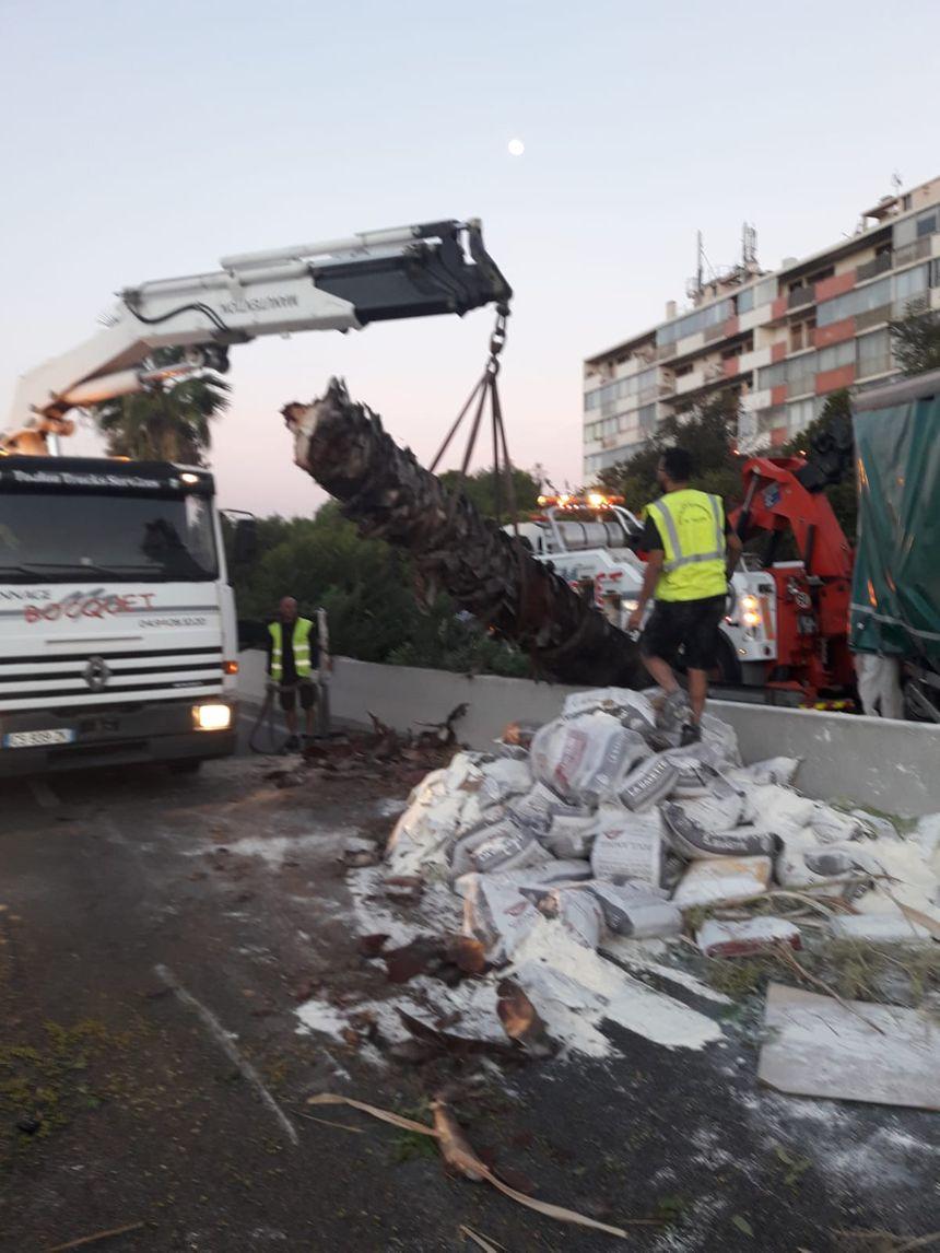 Il a fallu remettre la voie en état après l'accident du poids lourd sur l'A57