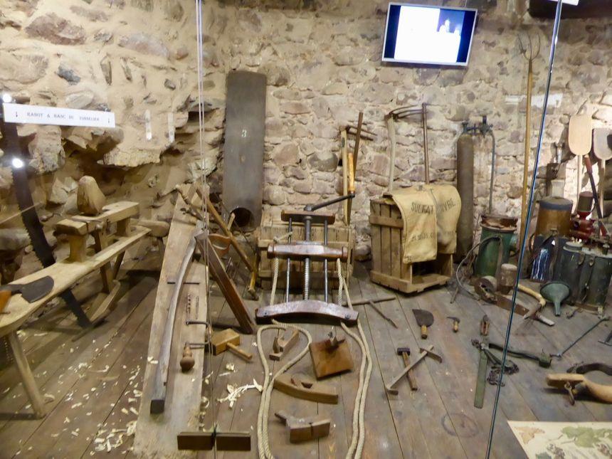 Les outils pour faire un tonneau dans la maison du vigneron