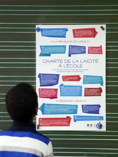 Tableau sur la laïcité à l'école en 2014 à l'école Louis Aragon, dans la banlieue nord de Paris, à Pantin, à l'occasion de la Journée nationale de la laïcité