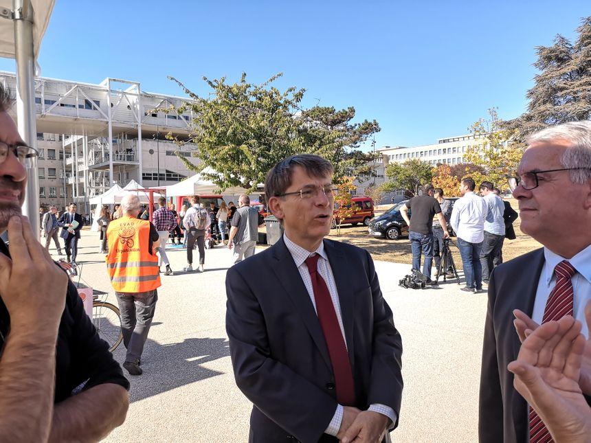 Emmanuel Barbe, délégué interministériel à la sécurité routière, a visité les stands du LifeDay sur le campus