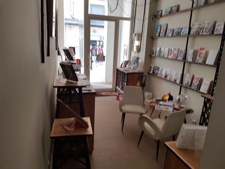 L' entrée de la boutique des Ardents Editeurs rue Adrien Dubouché à Limoges