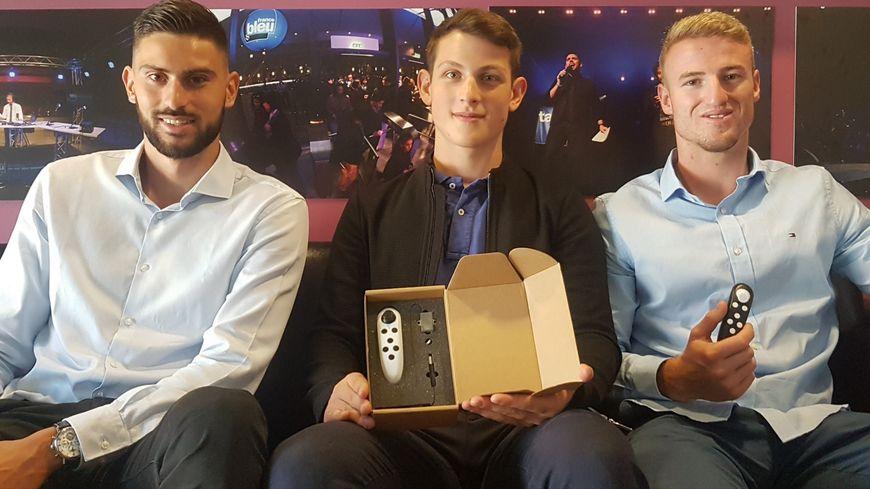 """Sébastien Fouillouse, Samuel Bonnard et Yann Carrio ont crée """"Cyclope"""" une télécommande pour piloter un drone d'une seule main"""