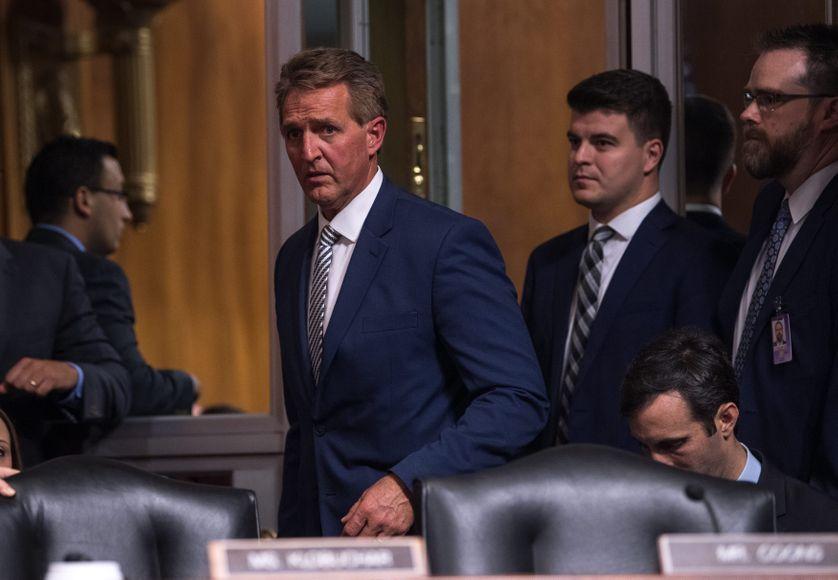 C'est le sénateur républicain Jeff Flake, qui est parvenu à forcer l'ouverture d'une enquête du FBI sur Brett Kavanaugh.