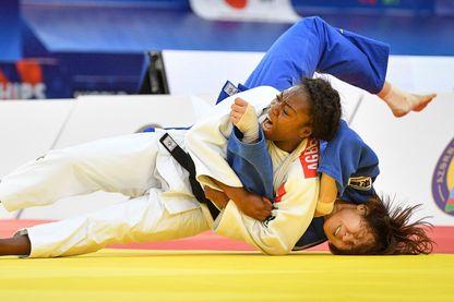 La Française Clarisse Agbegnenou a remporté son troisième titre d'affilée de championne du monde des moins de 63 kg en s'imposant face à la Japonaise Miku Tashiro.