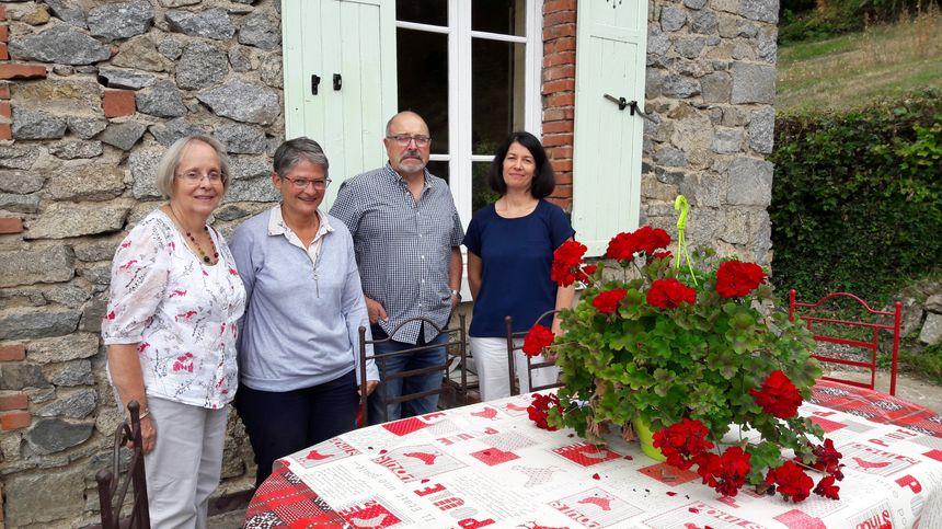 Bénévoles de la CLCV avec Karine Lefèbvre de l'ARS chez Françoise