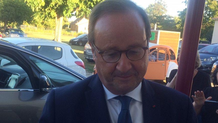 François Hollande a signé quelques autographe avant sa conférence